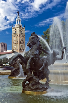 Photo J.C. Nichols Fountain - Country Club Plaza in Kansas City - Pictures and Images of Kansas City - 283x425  - Author: Editorial Staff, photo 1 of 6