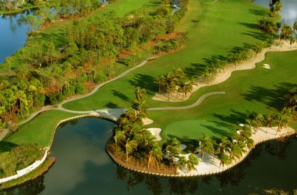 Photo Golf green, surrounded by water in Naples - Pictures and Images of Naples 