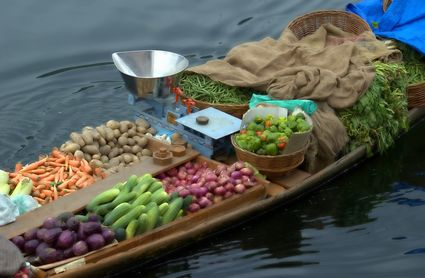 Photo Floating vegetable market in Srinagar - Pictures and Images of Srinagar