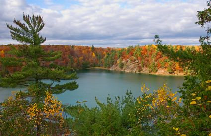 Photo Picturesque lake in Gatineau - Pictures and Images of Gatineau