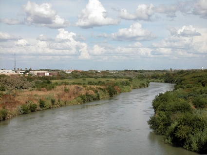 Photo Rio Grande - Mexico border in Laredo - Pictures and Images of Laredo - 425x318  - Author: Editorial Staff, photo 2 of 2