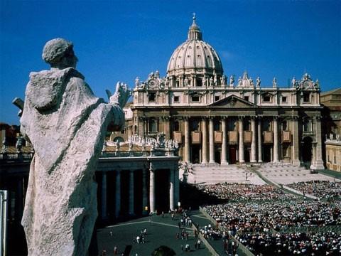 http://images.placesonline.com/photos/15363_roma_piazza_san_pietro.jpg
