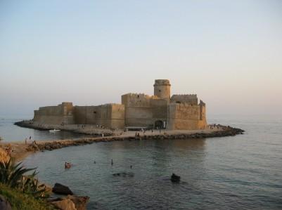 Castello aragonese a isola di capo rizzuto for Questura di cosenza permesso di soggiorno