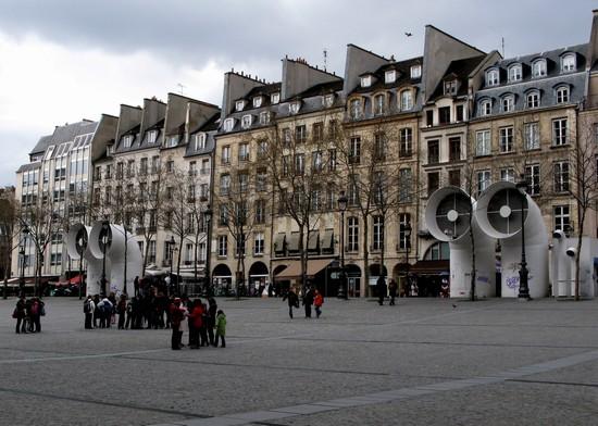 Foto la piazza di Beaubourg a Parigi - 550x392  - Autore: Alicia, foto 11 di 821