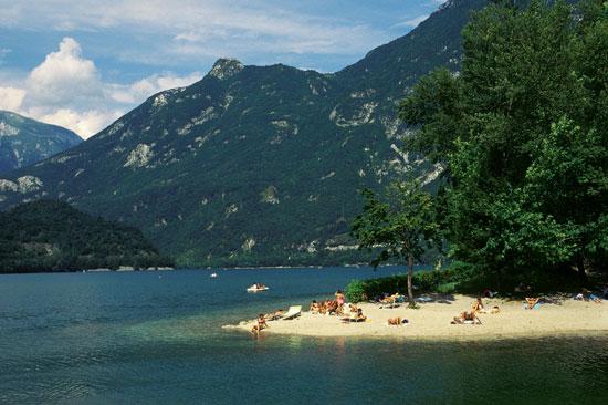 Lago di Cavazzo (www.paesionline.it)
