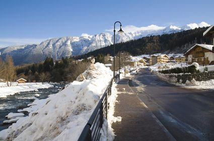 Foto Piccola Città sulle Dolomiti a Commezzadura - 425x280  - Autore: Redazione, foto 1 di 1