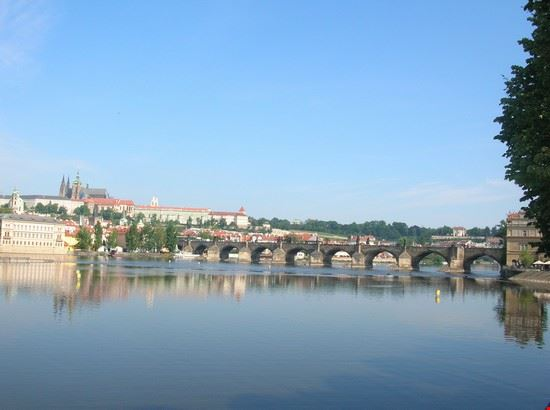 17971 praga ponte carlo visto da un altro ponte