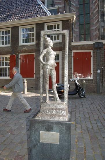 Foto la statua di Belle a Amsterdam - 363x550  - Autore: Alicia, foto 2 di 331