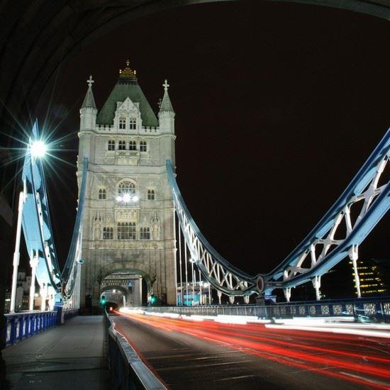18379 londra il tower bridge di notte