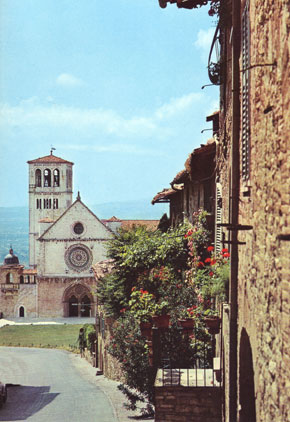 Photo La Chiesa Superiore di S. Francesco vista da Porta San Giacomo in Assisi - Pictures and Images of Assisi