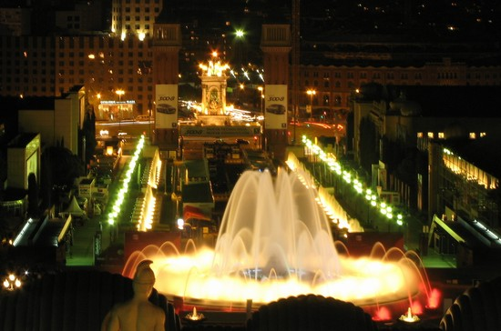 Photo barcellona font magica di montjuic in Barcelona - Pictures and Images of Barcelona - 550x364  - Author: Alicia, photo 6 of 609