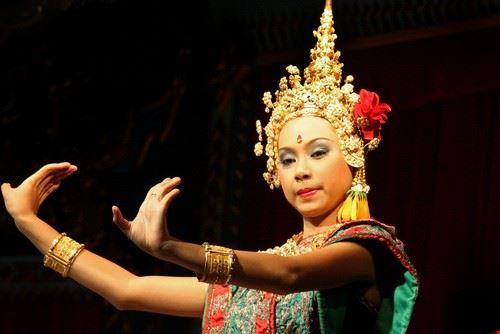 19693 bangkok thai dancer