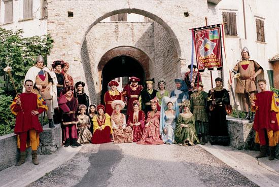 1986_gemona_del_friuli_costumi_tipici.jpg