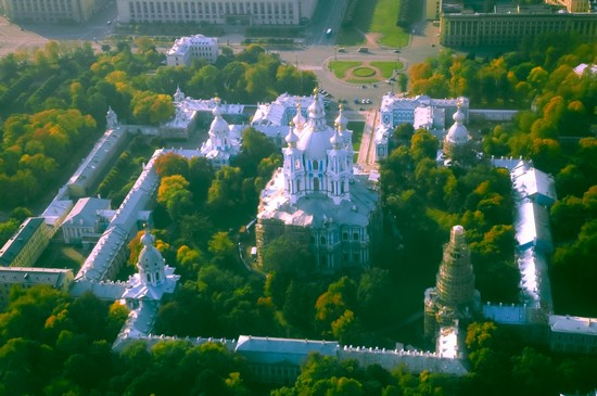 Photo Smolny Cathedral in St Petersburg - Pictures and Images of St Petersburg - 550x365  - Author: Laalamani, photo 1 of 14