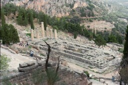 Photo athens the temple of apollo in delphi once considered to the the in Athens - Pictures and Images of Athens