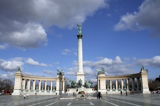 Pictures And Images Of Budapest Hosok Tere 550x366