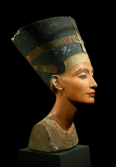 Photo Egyptian Museum, Nefertiti in Berlin - Pictures and Images of Berlin - 382x550  - Author: Jò, photo 1 of 490