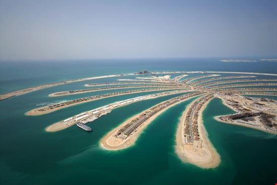 dubai aerial view of jumeirah palm island
