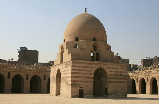 Photo Mosque of Ibn Tulun in Cairo - Pictures and Images of Cairo - 550x361  - Author: Editorial Staff, photo 6 of 168