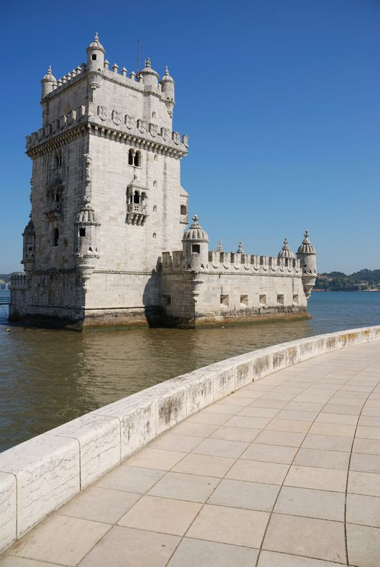 Photo Belem Tower in Lisbon - Pictures and Images of Lisbon - 550x820  - Author: Editorial Staff, photo 1 of 432