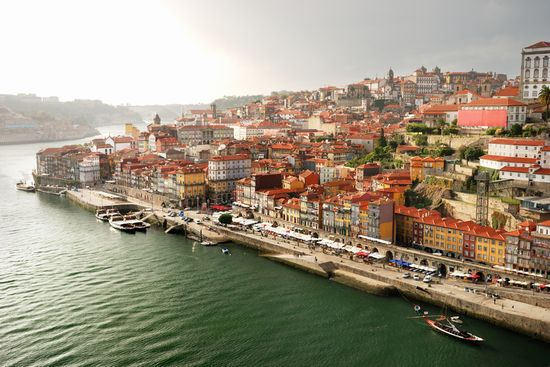 Photo Ribeira in Porto - Pictures and Images of Porto - 550x367  - Author: Editorial Staff, photo 1 of 7