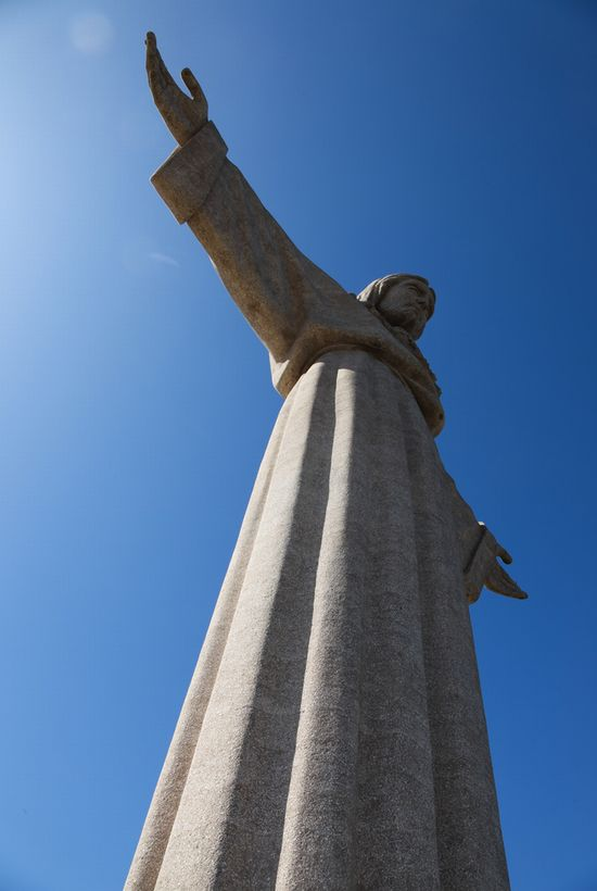 Photo Cristo Rei in Lisbon - Pictures and Images of Lisbon - 550x820  - Author: Editorial Staff, photo 2 of 432