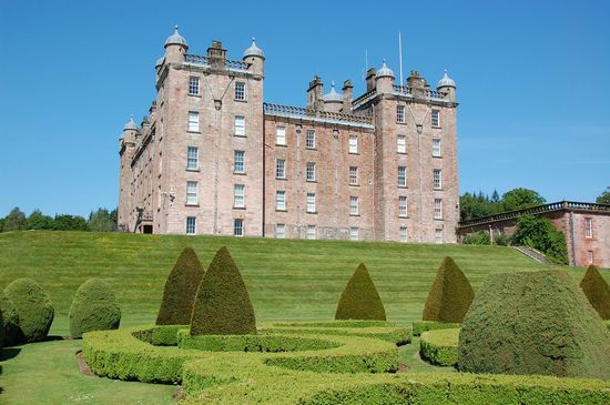 Photo Drumlanrig Castle in Dumfries - Pictures and Images of Dumfries - 550x365  - Author: Editorial Staff, photo 3 of 5