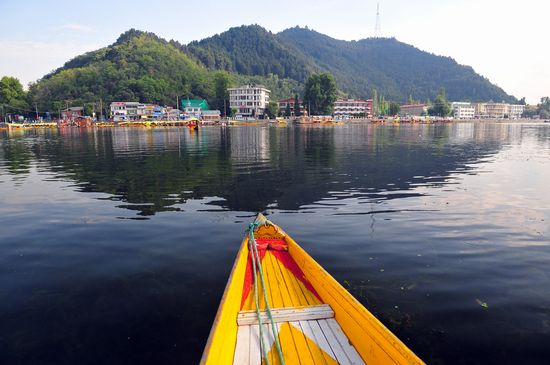Photo Dal Lake in Srinagar - Pictures and Images of Srinagar - 550x365  - Author: Editorial Staff, photo 1 of 5