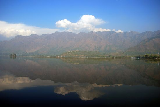 Photo Dal Lake in Srinagar - Pictures and Images of Srinagar - 550x367  - Author: Editorial Staff, photo 3 of 5