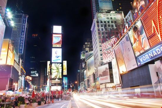 23576 new york times square bei nacht