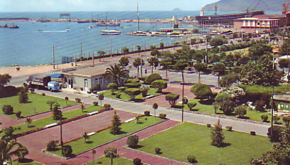 Foto Veduta del porto a Marina Di Carrara - 424x241  - Autore: Redazione, foto 2 di 4