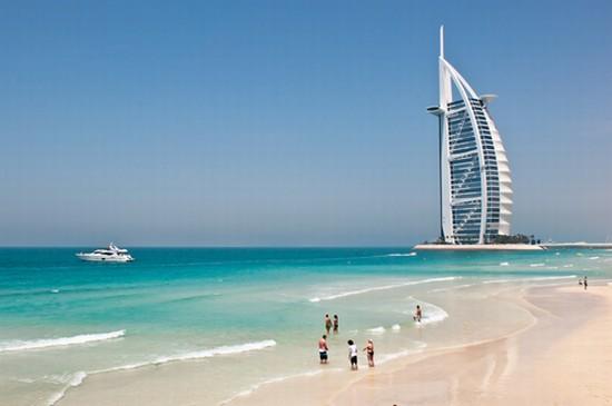 Foto dubai burj al arab hotel - Imágenes y fotos de Dubai - 550x365  - Autor: Giulia, Foto 1 de 192