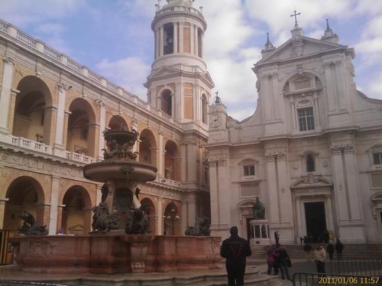 Foto Santuario della Madonna di Loreto a Loreto - 550x412  - Autore: Massimo, foto 11 di 72