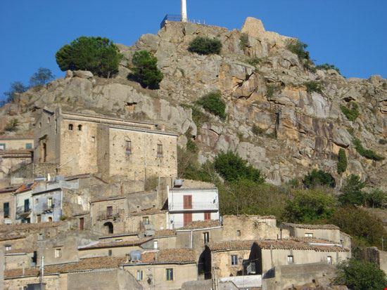 Chiesa del Carmine e rupe del Castello