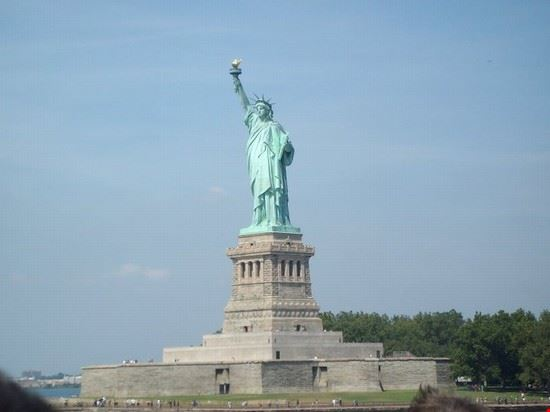 25473 the statue of liberty new york