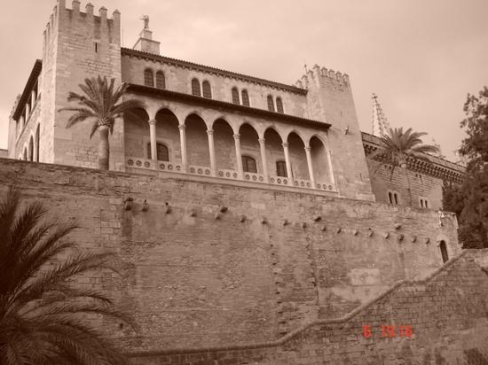 Photo palacio de la almudaina palma di maiorca in palma de for Kenay home mallorca