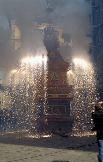 firenze scoppio del carro: Bilder und Fotos aus Florenz- 350x548  - Autor: Redaktion, Foto 1 von 582