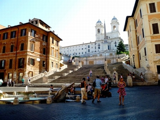 Photo piazza di spagna roma in Rome - Pictures and Images of Rome - 550x412  - Author: Roberta, photo 2 of 1075