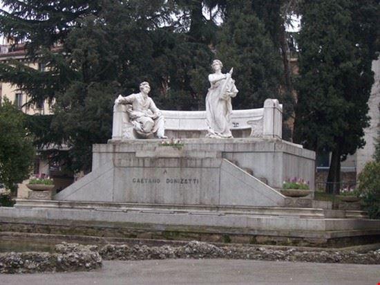 Monumento a Donizetti