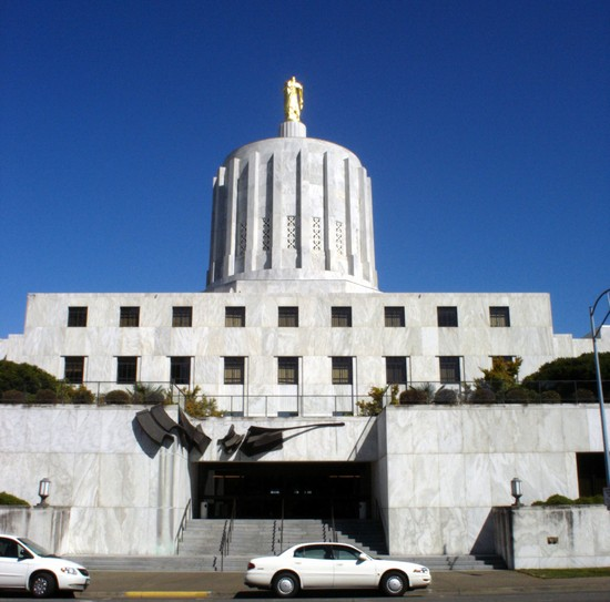 Photo oregon state capitol in Salem - Pictures and Images of Salem - 550x543  - Author: Editorial Staff, photo 1 of 1