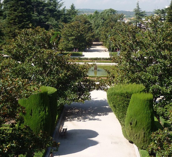 Photo jardines de sabatini madrid in Madrid - Pictures and Images of Madrid - 550x503  - Author: LAVINIA, photo 2 of 352