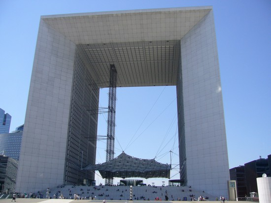 Photo le grande arche de la defense in Paris - Pictures and Images of Paris - 550x412  - Author: Editorial Staff, photo 1 of 690
