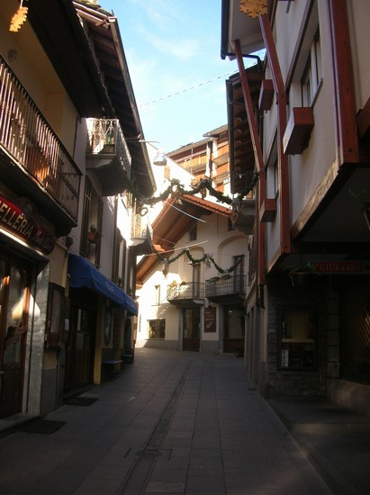 Photo via roma courmayeur in Courmayeur - Pictures and Images of Courmayeur - 411x550  - Author: Gaetano Francesco, photo 13 of 48