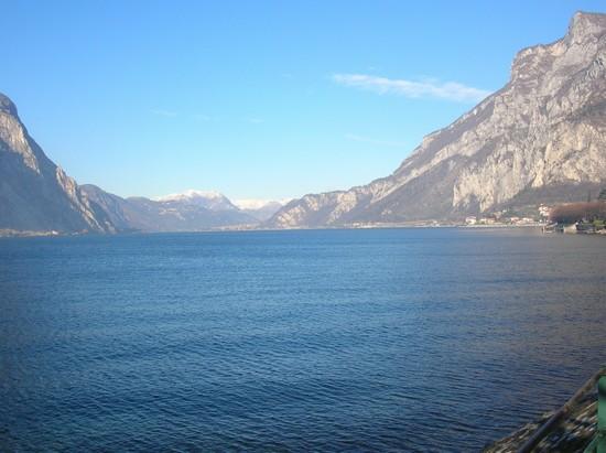 Foto Panorama dal Lungolago a Lecco - 550x411  - Autore: Gaetano Francesco, foto 32 di 60