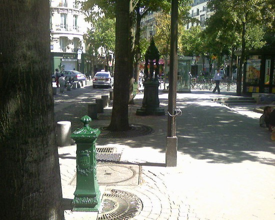 Photo rue de vaugirard in Paris - Pictures and Images of Paris - 550x439  - Author: Editorial Staff, photo 1 of 714