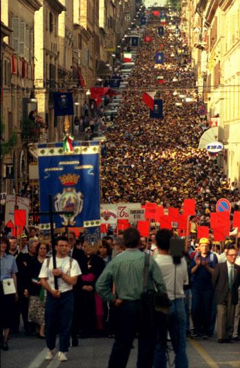 http://images.placesonline.com/photos/2944_loreto_pellegrinaggio_macerata-loreto.jpg