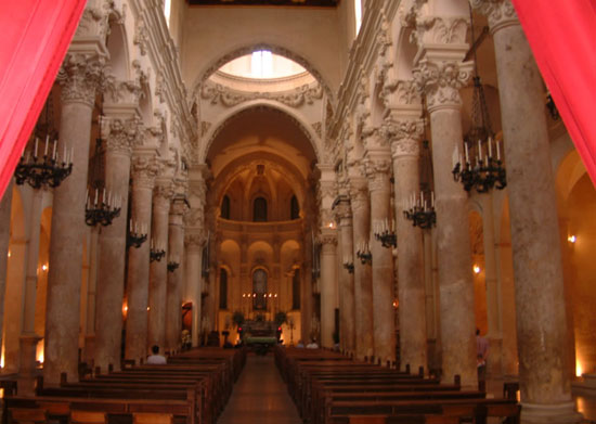 Photo lecce duomo l interno in Lecce - Pictures and Images of Lecce - 550x391  - Author: Editorial Staff, photo 3 of 127