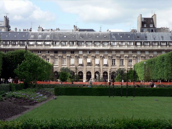 Photo parigi palais royal in Paris - Pictures and Images of Paris - 550x412  - Author: Editorial Staff, photo 1 of 825