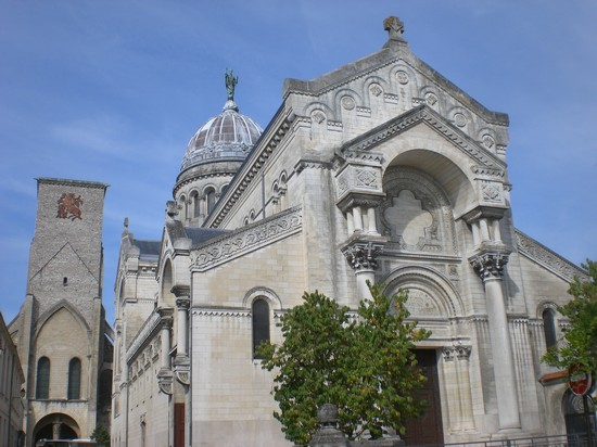 Photo tours eglise saint martin a tours in Tours - Pictures and Images of Tours - 550x412  - Author: Editorial Staff, photo 2 of 7