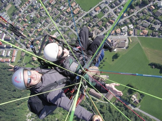 Photo paraglider in interlaken interlaken in Interlaken - Pictures and Images of Interlaken - 550x412  - Author: Martin, photo 7 of 8